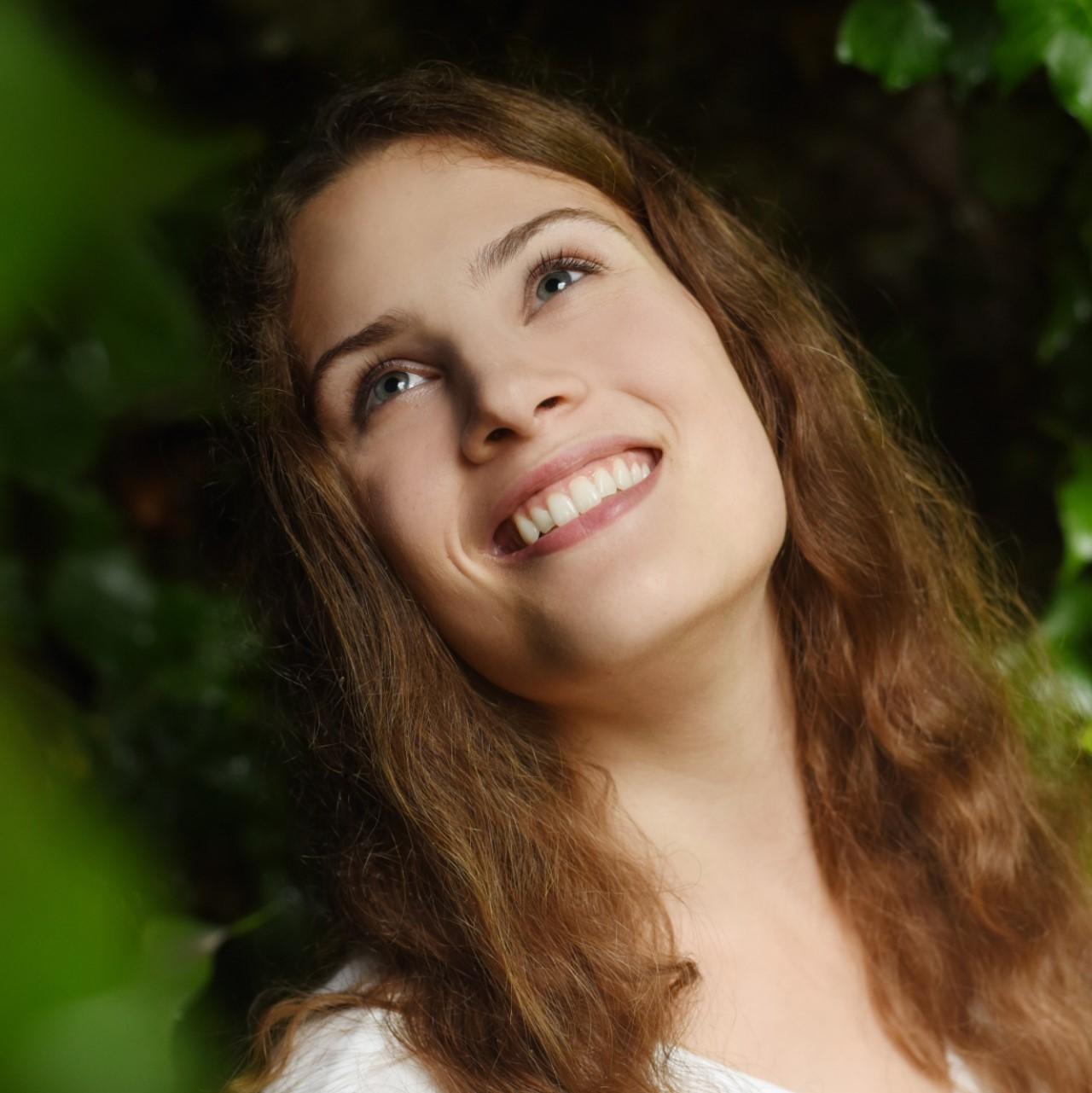 Portraitfoto von Schauspielerin Sarah Klose.